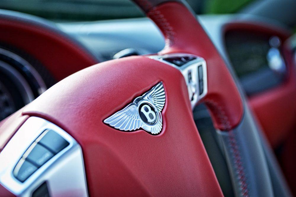 Lenkrademblem eines Bentley Continental