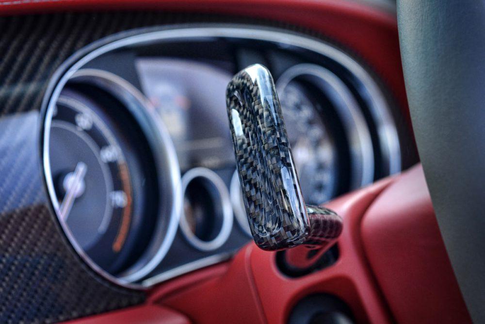 Carbon Hebel eines Bentley Continental