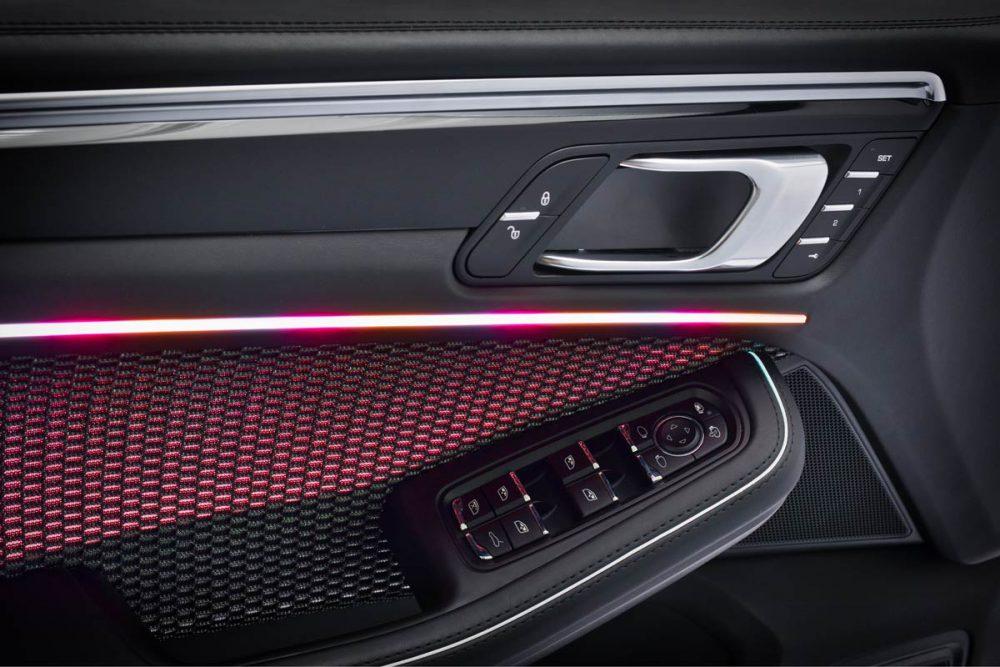 Kfz-Tuer Innenverkleidung mit LED Ambientebeleuchtung