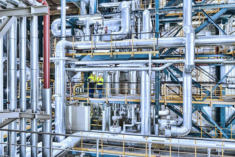 Mitarbeiter im Heizkraftwerk des Chemieparks Gendorf