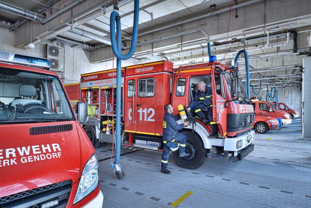2 Mitarbeiter der Feuerwehr im Chemiepark Gendorf
